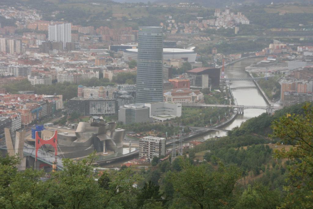Utsikt over litt av Bilbao med Guggenheim-museet (Foto: K. Gransæther)
